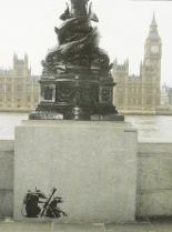 2001 - SA - UK - London - Southbank - Rats w grenade launcher - Existencilism p24
