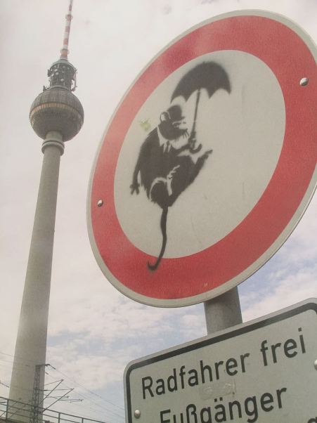 2004 - SA - Germany - Berlin - Rat w umbrella - Wall and piece p106