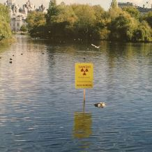 2004 - SA - UK - London - Sign - Danger - Wall and piece p219