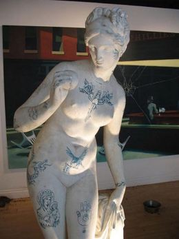 2005:10:15 - Original - Crude Oils - Statue
