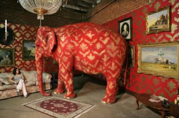 2006:09:16 - Original - Barely Legal - painted Elephant - Banksyweb