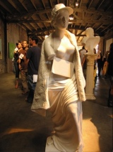 2006:09:16 - Original - Barely Legal - Sculpture of female shopper - souris hp Flickr