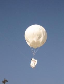 2006:09:16 - Original - Barely Legal - White balloon - souris hp Flickr