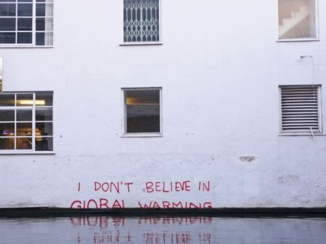 2009:12:20 - SA - London Camden - I dont believe in global warming - Banksyweb