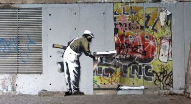 2009:12:20 - SA - London Camden - Man putting up stencils - Banksyweb