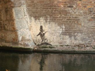 2009:12:20 - SA - London Camden - Rat dressed like a sir - Arrested Motion