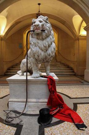 2009:7 - Original - Sculpture - Lion tamer - unknown source