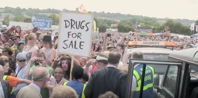 2010:09:01 - Glastonbury - Banksyfilm w prince Charles - Arrested Motion