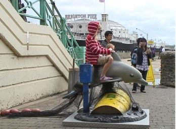 2010:09:01 - UK - Girl on Dolphin - Banksyweb
