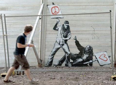 2010:6:30 - SA - Glastonbury - Hippies struggling - Arrested Motion