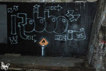 2011:11:12 - London - SA - Tribute to Robbo Spray Can - Arrested Motion