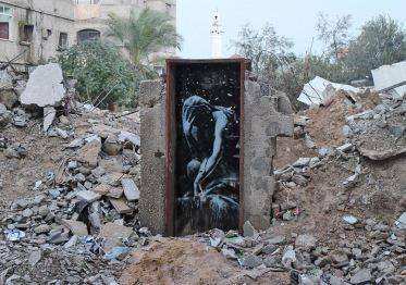 2015:2:25 - SA - Gaza - Niobe inside doorframe - banksyweb
